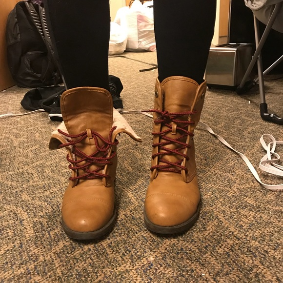 Brown Combat Boots With Red Laces